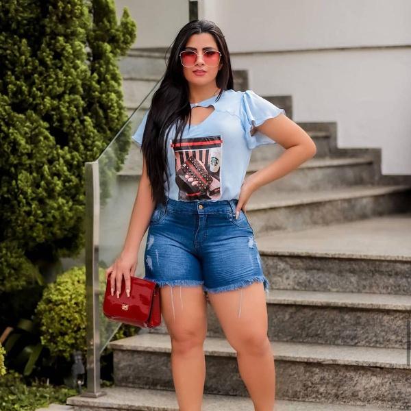 SHORT FEMININO CURTO JEANS BARRA DESFIADA