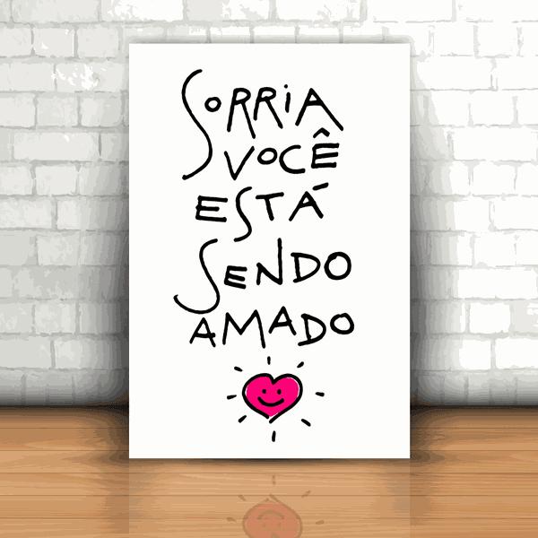 Placa Decorativa - Sorria Você Está Sendo Amado