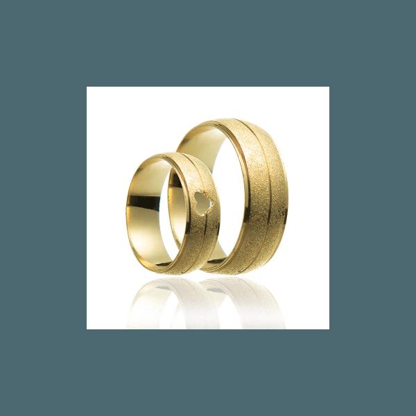 Aliança de ouro jateada com coração