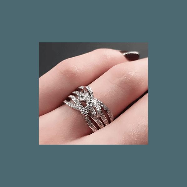 Anel de Prata Cravejado com Laço