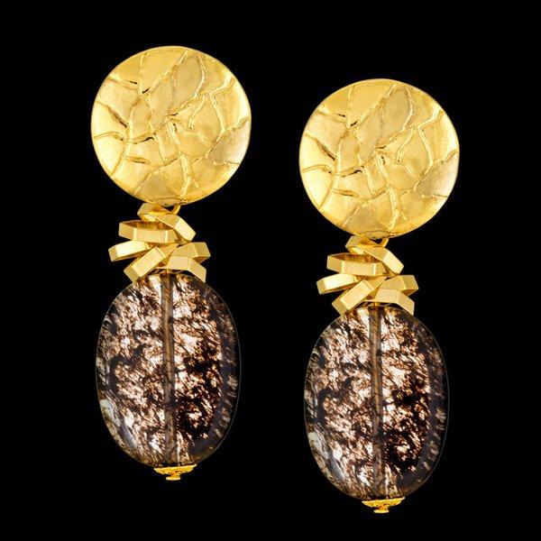 Brinco folheado à ouro 18k com pedra natural quartzo fumê