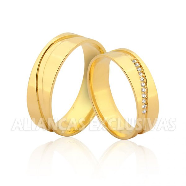 Aliança com Diamantes no Friso Ouro 18k
