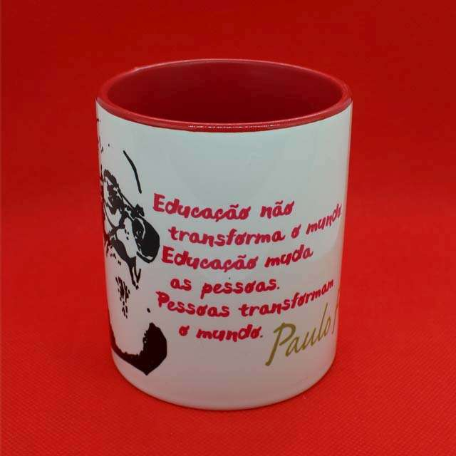 Caneca Paulo Freire Educação Vermelha
