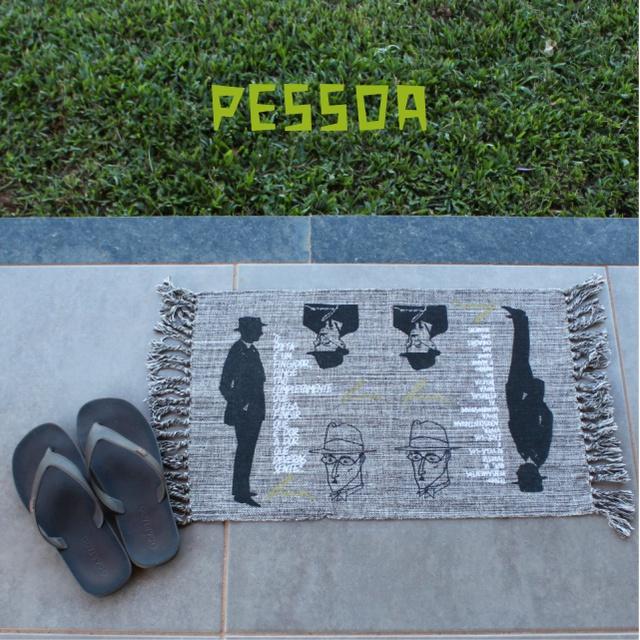 TAPETE POÉTICO - PESSOA - Coleção Nordeste - cinza