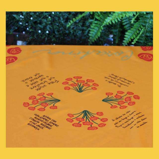 Toalha de Mesa Cora Coralina Amarelo Ouro