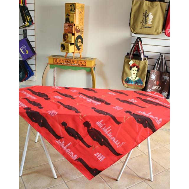 Toalha de Mesa Fernando Pessoa Vermelha