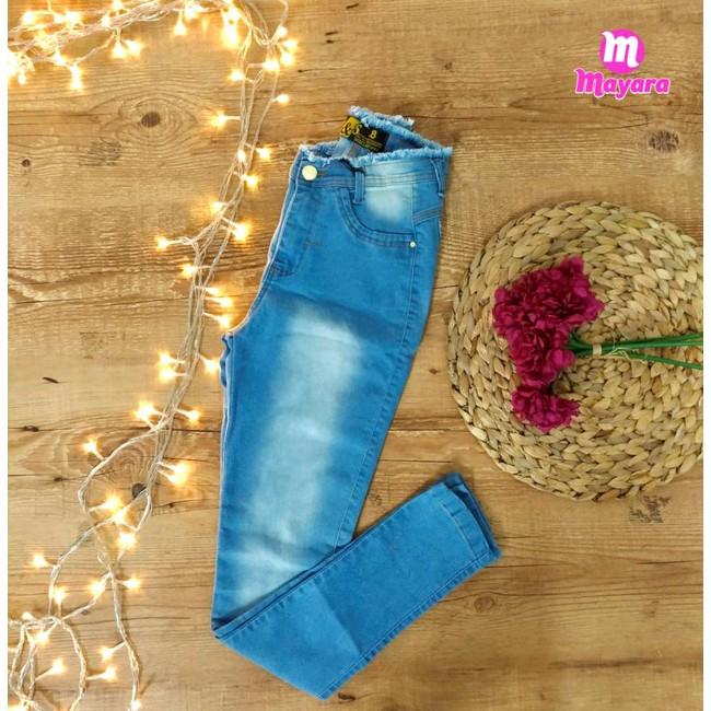 Calça Jeans Azul Clara Com Desfiado Na Cintura