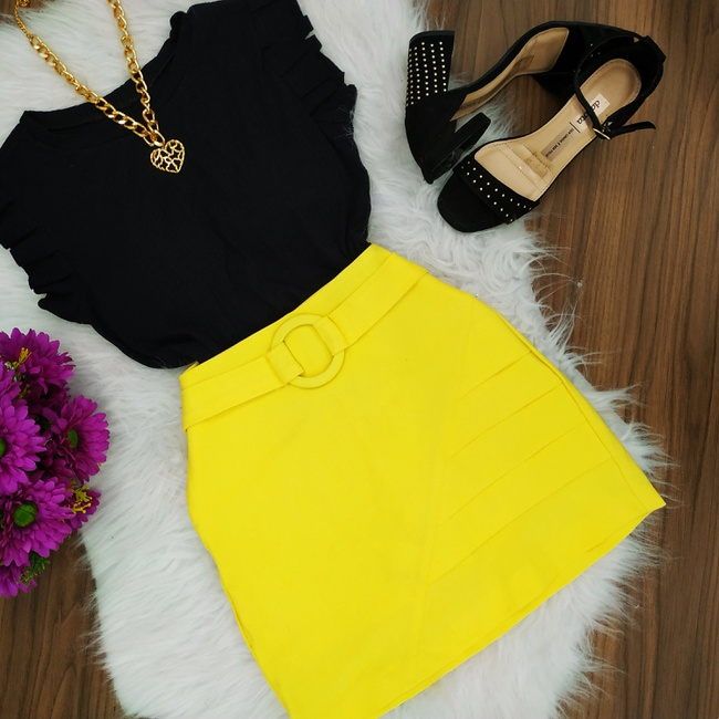 Shorts Saia Com Cinto Detalhe na Lateral Amarelo