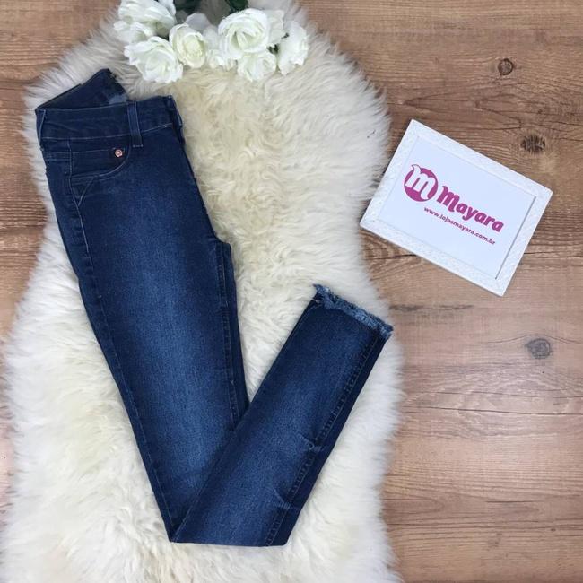 Calça Jeans Com Desfiado Na Barra