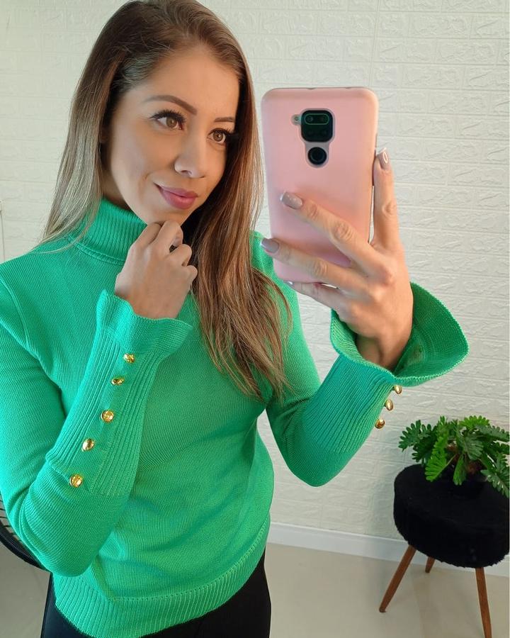 Blusa Tricô Gola Alta Com Botões Verde