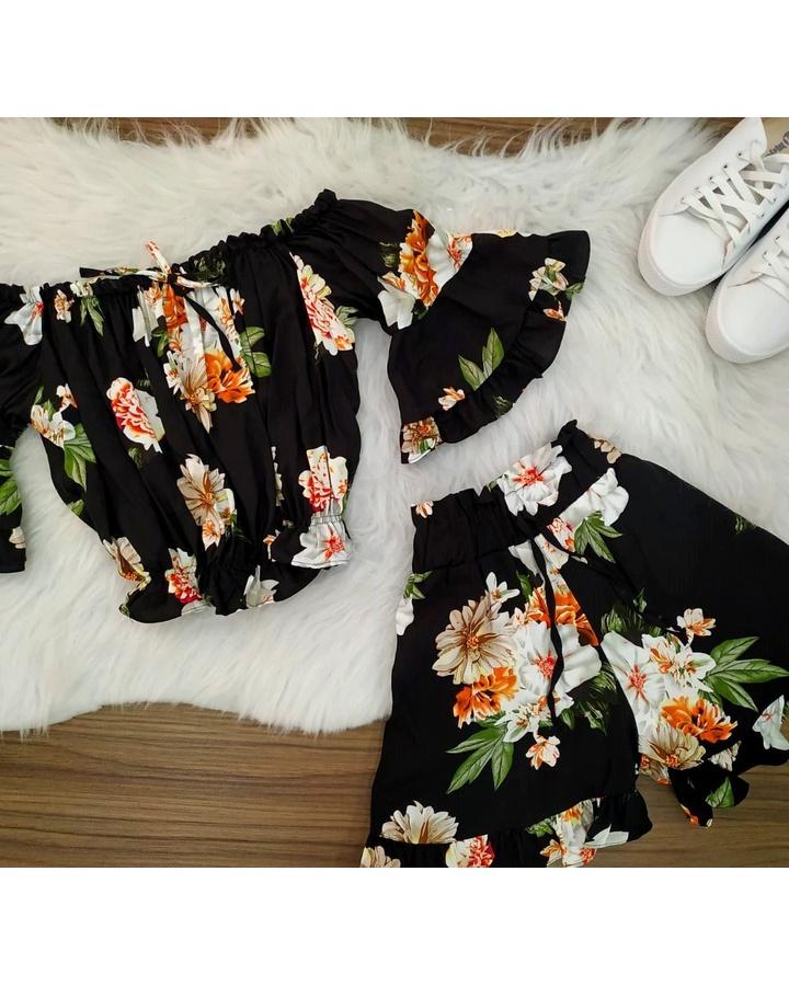 Conjunto   Shorts e Cropped Ciganinha preto e Branco