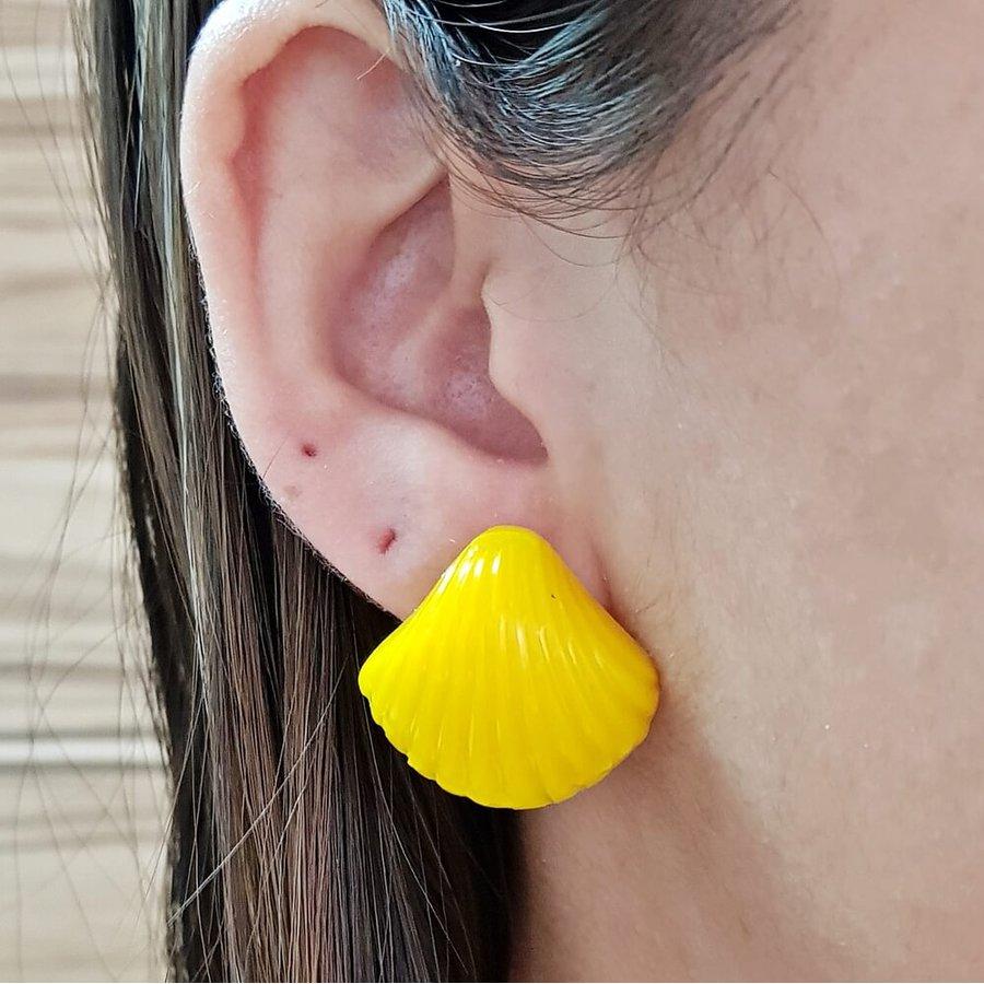 Brinco Acrílico Pequeno Búzios Amarelo