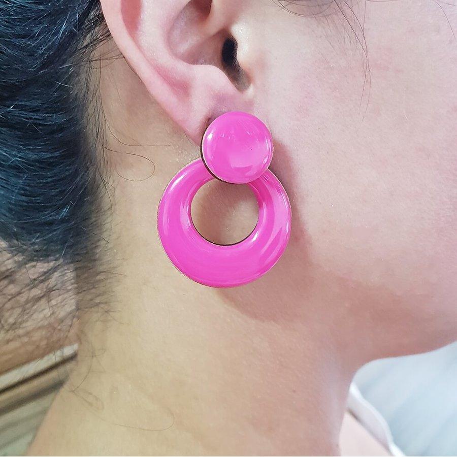 Brinco Médio Madeira Pink