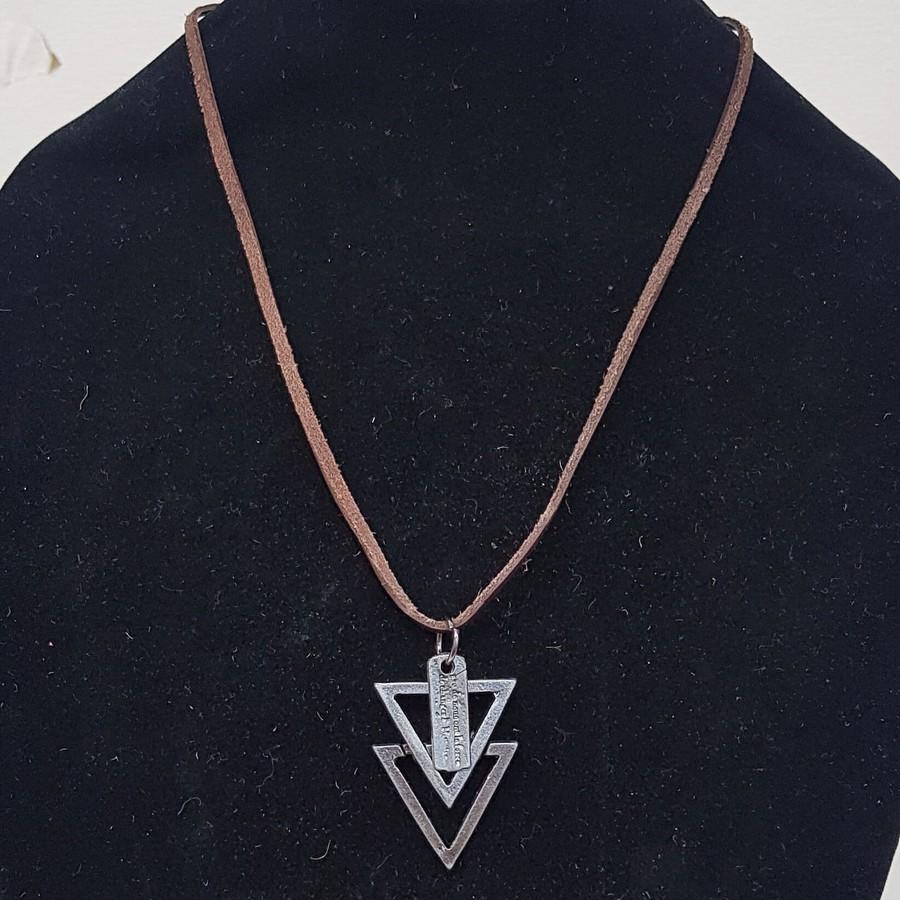 Colar Masculino Marrom Triângulo