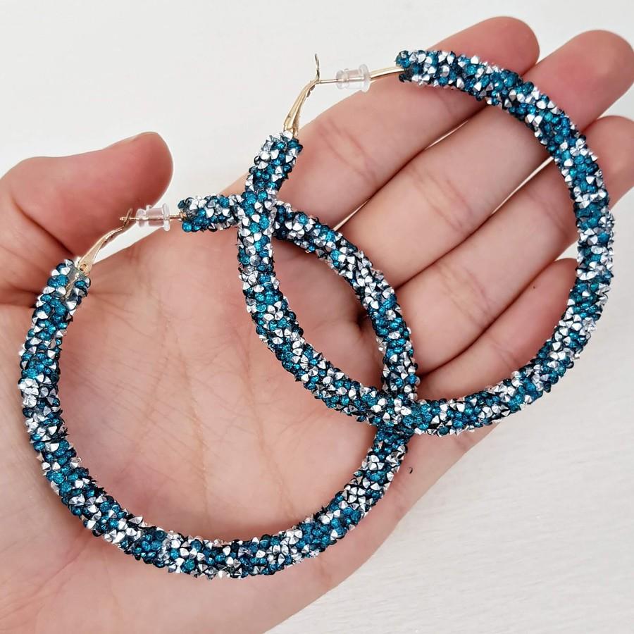 Argola Grande Detalhada Azul Claro e Hematita