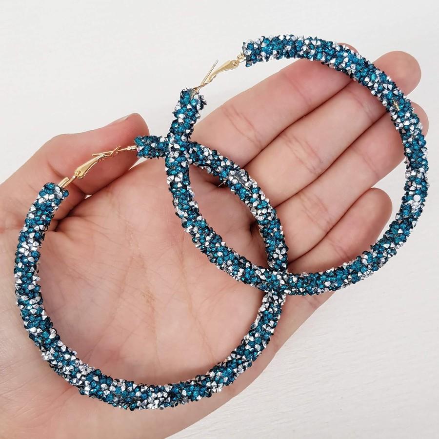 Argola Maxi Detalhada Azul Claro e Hematita