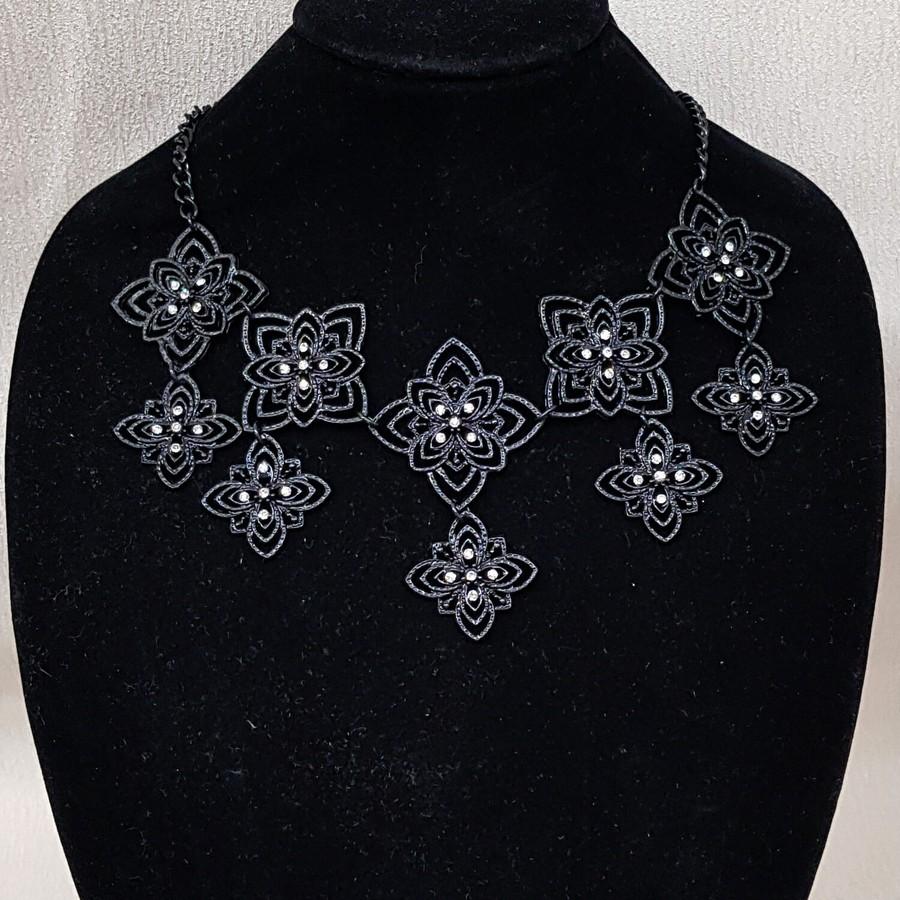 Colar Detalhado Black Branco