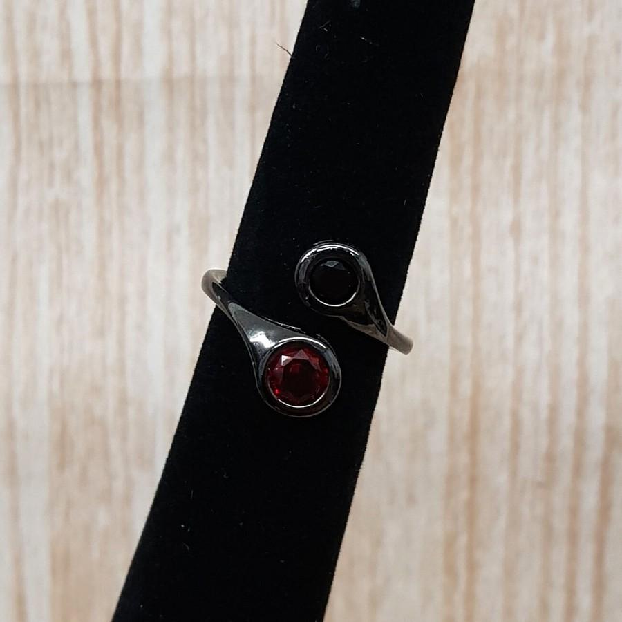 Anel Zircônia Ponto De Luz Grafite Preto e Vermelho
