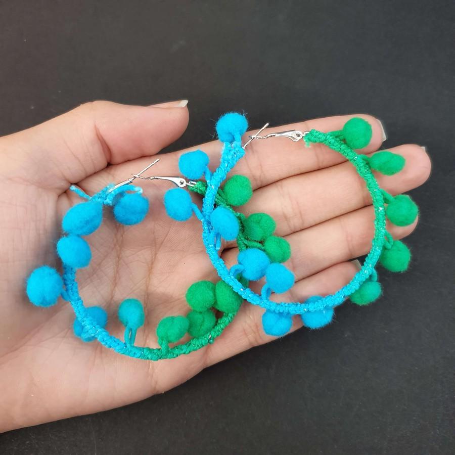 Argola Pom Pom Verde e Azul