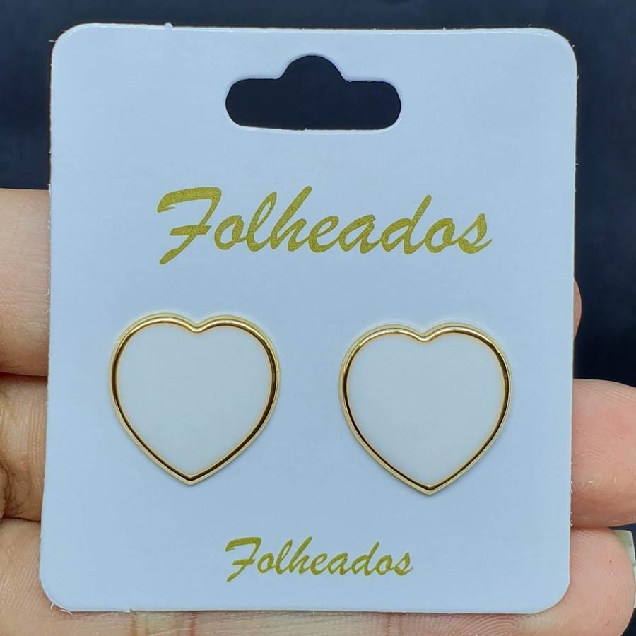 Brinco Folheado Dourado Coração Esmaltado Branco