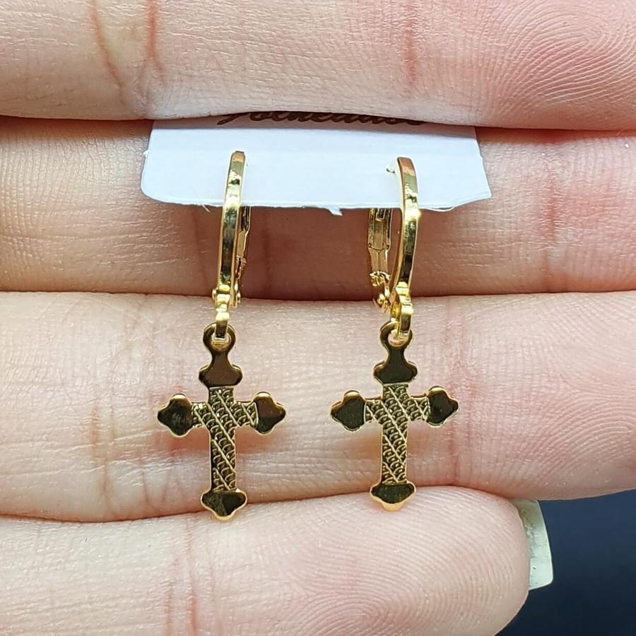 Mini Argola Folheada Dourada Cruz