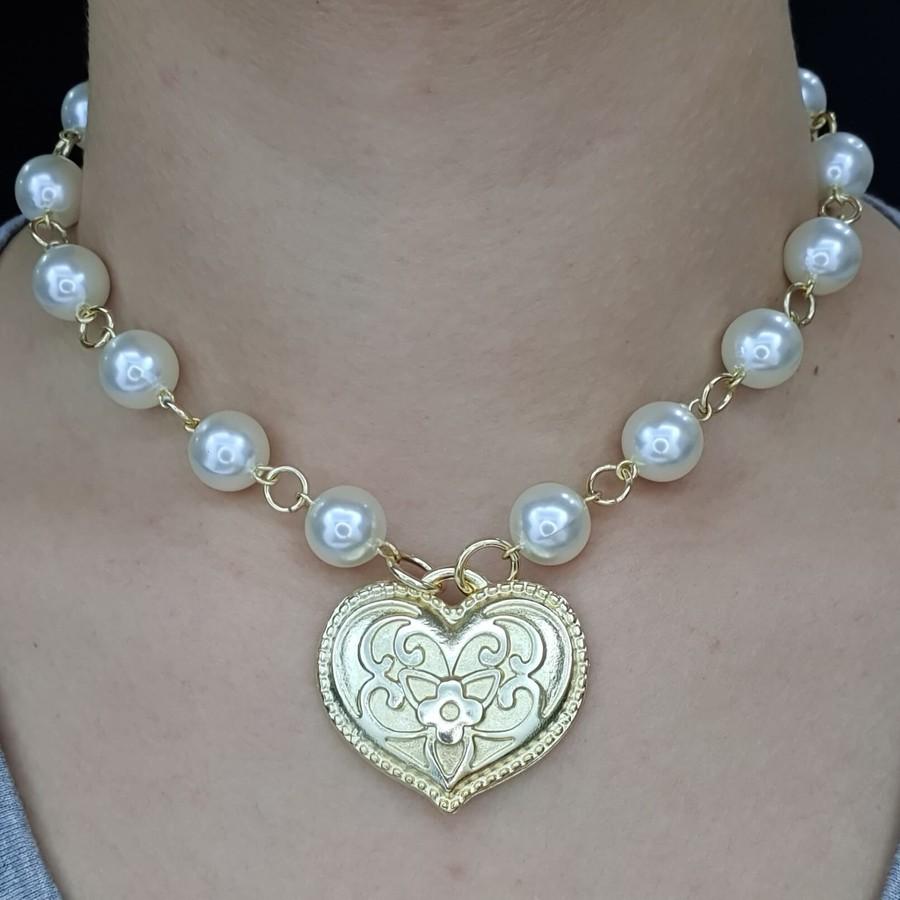 Colar Elos Dourado Pérolas e Coração