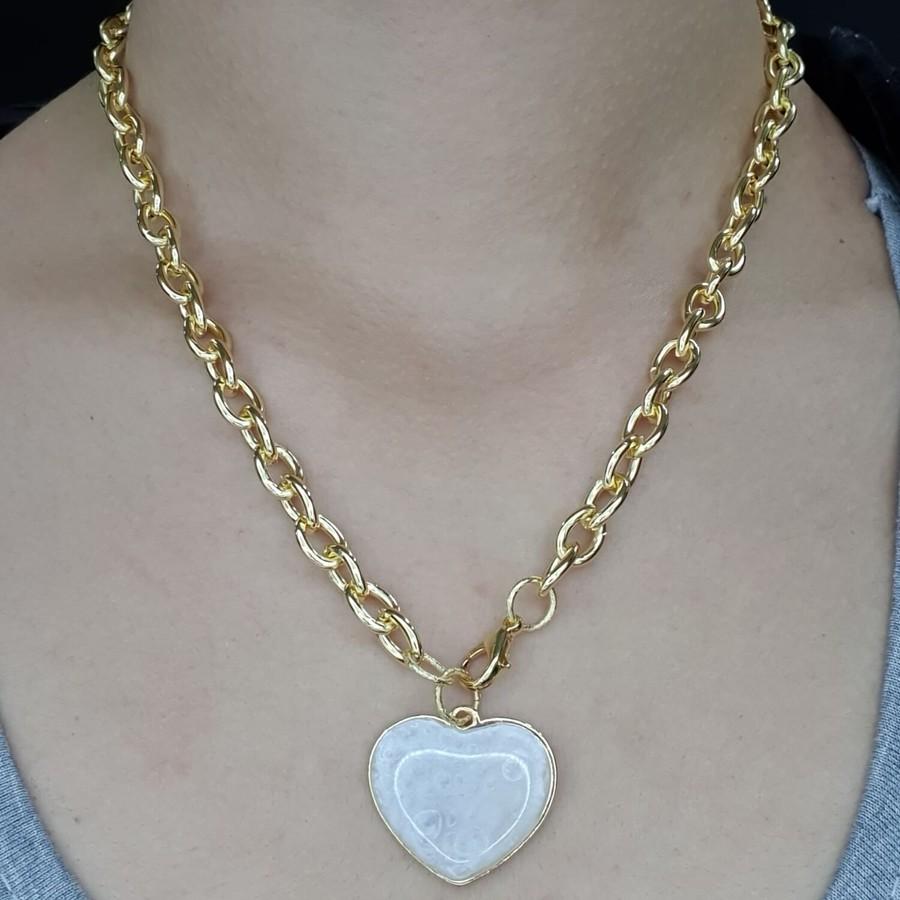Colar Folheado Dourado Coração Branco