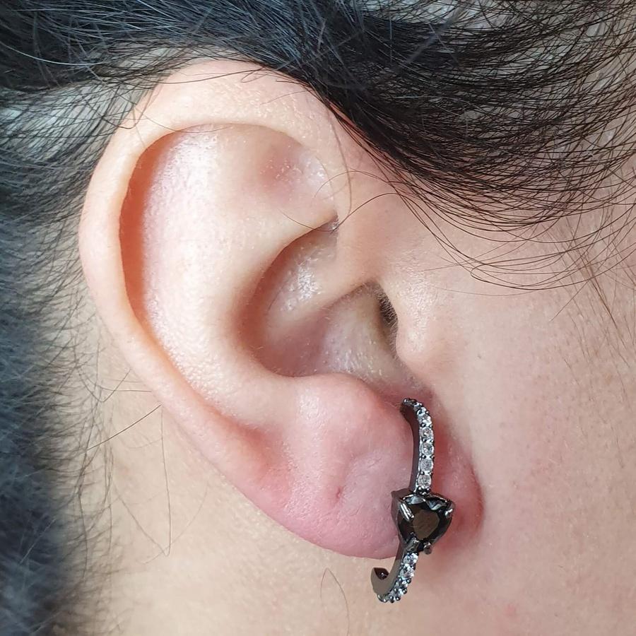 Brinco Ear Hook Semi Joia Coração Ródio Negro Hematita