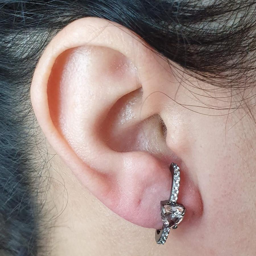 Brinco Ear Hook Semi Joia Coração Ródio Negro Rosê