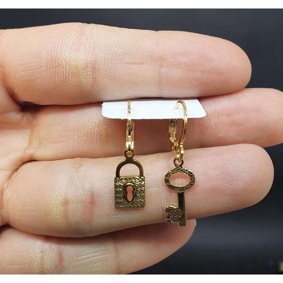 Mini Argola Folheada Dourada Fechadura