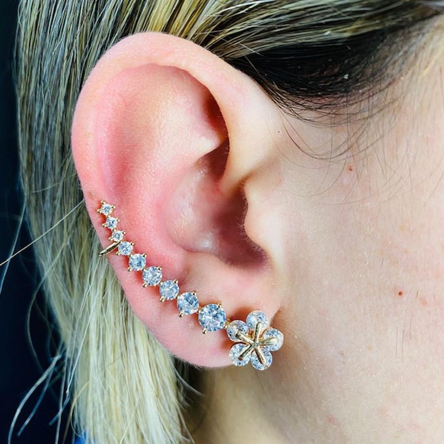 Brinco Ear Cuff Zircônia Flor Dourado Branco