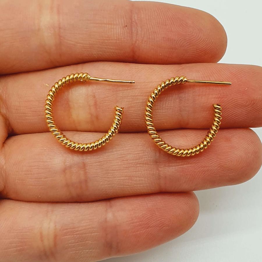 Argola Pequena Folheada a Ouro Texturizada