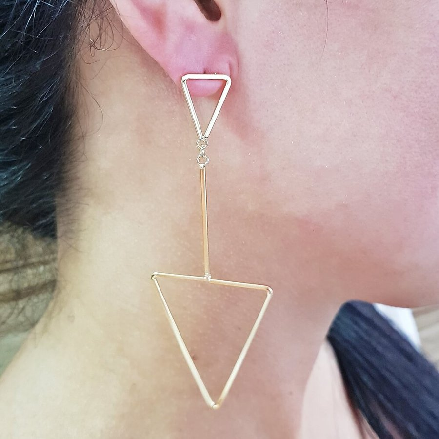 Brinco Maxi Triângulos Dourada