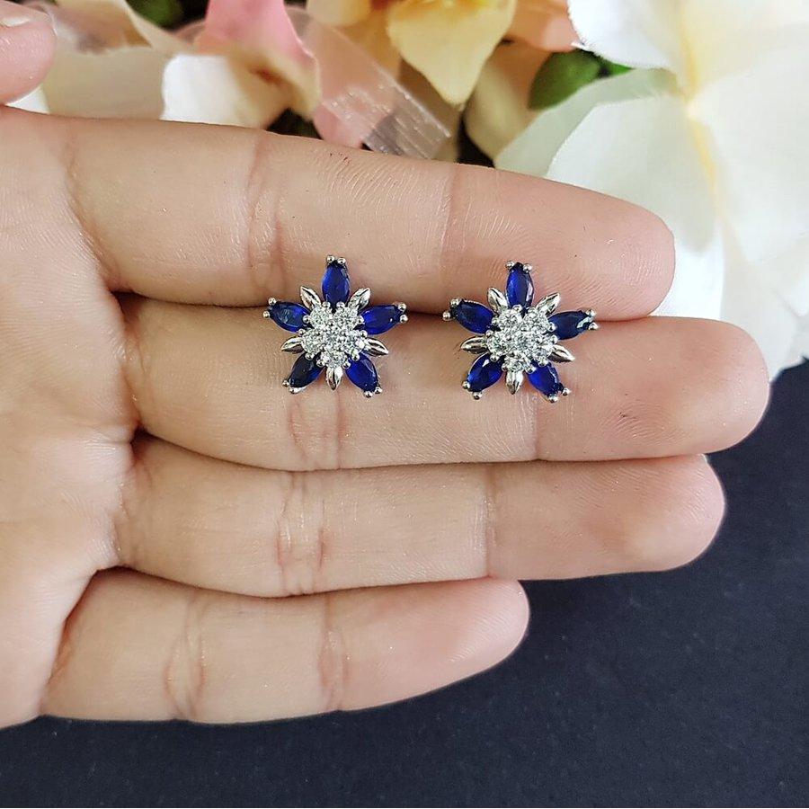 Brinco Pequeno Flor Prata Azul Escuro
