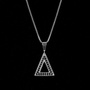 Colar Triângulo Cravejado Preto Banho Ródio Branco